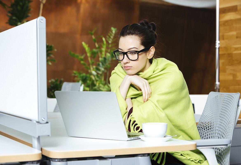 climatización, oficinas, frío en la oficina, calor en la oficina, lumbalgia